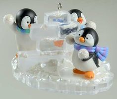 "Hallmark Keepsake Ornament ""Snow Fort Fun"" penguins (2006)"