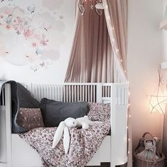 Could stay in bed all day.. #babyroom #babydecor #nursery #nurseryinspo #nurseryinterior  #barnrum #barneskatter #barnrumsinspo #kinderzimmer #kidsdecor #kidsfashion #kidsclothes #ootd #vintagebaby #børnetøj #babyfashion #babyclothes #babybloomers #littleballerina #littlecloudkids #maileg #bonnemereaustralia #homeyness #cottonsweets #schmooksart #numero74 #woodrabbit_korea