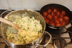 Paksoi stamppot met gebakken uitjes Casserole Dishes, Casserole Recipes, Winter Food, Stew, Potato Salad, Mashed Potatoes, Tasty, Meat, Chicken