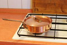 Sauteuse en cuivre, idéale pour les cuissons à l'étuvée