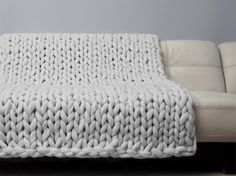 Super Chunky Blanket. Giant Knitted Merino Wool Throw. Super Bulky Yarn. Grande Punto. FASHION TREND - BIG stitch blanket by woolWow!