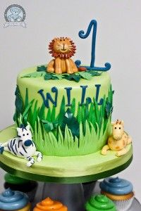 This Jungle Themed Birthday Cake And Cupcakes Featured Adorable Edible Animals Our Amazing Fondant A Family Tradition Baked Fresh In Gainesville
