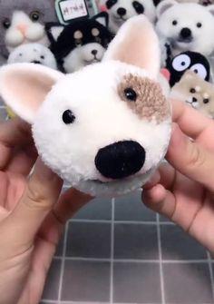 Pom Pom Crafts, Yarn Crafts, Quick Crafts, Diy And Crafts, Pom Pom Animals, Diy Friendship Bracelets Patterns, Pom Pom Rug, How To Make A Pom Pom, How To Make Toys