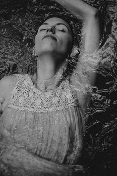 APurA ist ein Weg zu deinen ungenutzten Ressourcen. Er legt frei was du bist und dadurch kannst du deine Handlungen völlig verändern.   APurA ist ein Weg für Frauen die mutig genug sind ihre Wunden anzusehen und daraus Wunder werden zu lassen.  Foto by Daniela Lukasser   #sacred #sacredalchemy #alchemy #annanussbaumer #apur #femininepower #fempower #austria #styria #archetypes #holy #sacredfeminine Alchemy, Workshop, Archetypes, Jon Snow, Artwork, Fictional Characters, Pictures, Be You Bravely, Jhon Snow