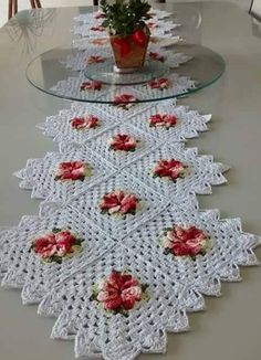 Lindo Crochet Doily Rug, Crochet Quilt, Granny Square Crochet Pattern, Crochet Blocks, Crochet Diagram, Crochet Home, Thread Crochet, Love Crochet, Beautiful Crochet
