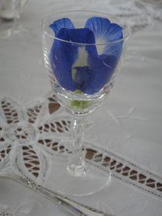 clitoria flowers as table deco