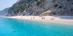 Info Guide | Παραλίες με άμμο ή βότσαλο: Ποιες είναι οι καλύτερες;