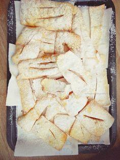 L'invasione è cominciata, ormai siamo fritti!! il resto sono solo #chiacchiere!  http://unpodibricioleincucina.blogspot.it/…/siamo-fritti-qu… #gluten_free #recipes #chiacchiere #carnevale #bambini #feedfeed