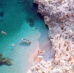 Capri, Italy. Source unknown. #inyourarmsloctaion