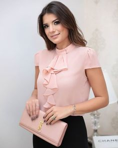 WEBSTA @ doceflorsp - {Preview Summer} Details! 💕💕💕 Womens Fashion For Work, Work Fashion, Modest Fashion, Fashion Outfits, Blouse Styles, Blouse Designs, Sleeves Designs For Dresses, Office Outfits, Work Attire