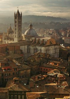 mostlyitaly: Old town of Siena (Tuscany, Italy) by  Yixing Wu    Visit and follow www.joselito28.tumblr.com  @tahayu