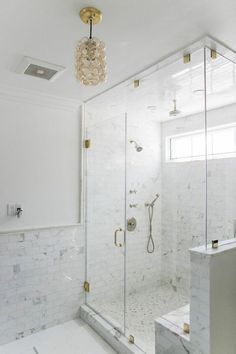 Splendid Small shower remodel with window,Camper shower remodel and Master shower remodel on a budget tips. Half Walls, Bathrooms Remodel, Bathroom Design, Contemporary Master Bathroom, Half Wall Shower, Bathroom Shower Tile, Shower Bench, Marble Bathroom, Trendy Bathroom