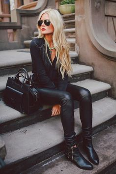 This is my hairstyle Im hoping to accomplish. Grow! Lol Love all black outfit❤️
