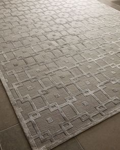 Coveting this Silver Blocks rug from Horchow! A neutral grey makes it perfect for both contemporary and traditional interiors. It can even go glam!