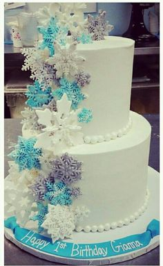 Snowflake cake verzieren Best Picture For Ice Hockey Cake birthdays For Your Taste You are looking for something, and it is going to tell you exact Frozen Themed Birthday Party, Disney Frozen Birthday, Frozen Theme Cake, Frozen Birthday Invitations, Snowflake Party, Snowflake Cake, Winter Wonderland Birthday, Winter Birthday, 3rd Birthday