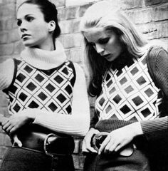 Knitting fashion (on the left Erin Gray), photo Charlotte March, 1970