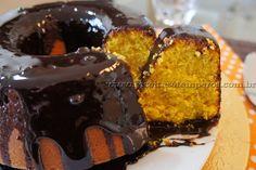 Receita de Bolo de Cenoura Tradicional passo-a-passo. Acesse e confira todos os ingredientes e como preparar essa deliciosa receita!