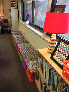 Who's Who and Who's New: Flexible Seating in the Classroom - New Deko Sites Classroom Layout, Classroom Organisation, New Classroom, Classroom Setting, Classroom Design, Kindergarten Classroom, Classroom Decor, Classroom Management, Classroom Reading Area
