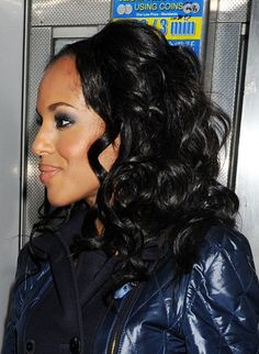 Kerry Washingtons stunning, wavy hairstyle