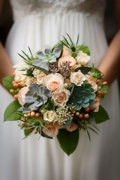 Modern fall wedding bouquet idea - light pink + peach roses with succulents + berries {Vecoma at the Yellow River}
