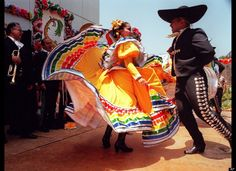 Cinco De Mayo 2012: A Brief History Of Baile Folklorico (PHOTOS)