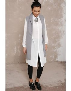 Długa flauszowa kamizelka - gołębi szary. White shirt, grey vest. Polish design