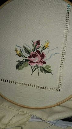 This Pin was discovered by Fau Cross Stitch Heart, Cross Stitch Alphabet, Cross Stitch Flowers, Embroidery Patterns, Cross Stitch Patterns, Bordado Floral, Drawn Thread, Free To Use Images, Embroidery Fashion