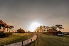 Hotel no Paraná tem bangalô sobre lago e distanciamento entre acomodações (Foto: Deise Bataglin) Jacuzzi, Ares, Country Roads, Lifestyle, Travel, Sun Bath, Luxury Home Decor, Deck, House Entrance