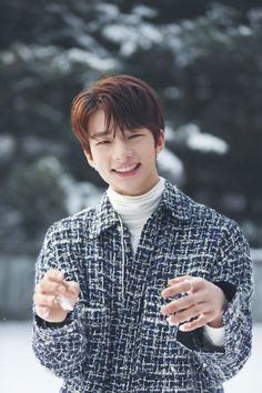 Hyunjin is too precious for this world(so is the rest of Stray Kids what am I saying) Lee Min Ho, Song Meme, Meme Meme, Rapper, Park Jinyoung, Pre Debut, Kids Wallpaper, Photo Wallpaper, Jolie Photo