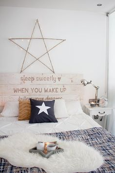 30 Unique Home Decor Ideas That Are Totally Doable - headboard idea for unique accent in this decor. Bedroom Decor Design, Home, Interior Design Living Room, Interior, Decor Guide, Home Furniture, Decorating Your Home, Home Decor, Room