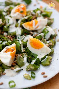 Sałatka z bobu, jajka i szczypioru
