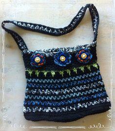 Beautiful black and blue lined crochet bag. Crochet Handbags, Blues, Goodies, Handmade, Beautiful, Fashion, Crochet Purses, Sweet Like Candy, Moda