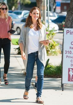 Jennifer Garner Smiling Out in LA Pictures September 2015 | POPSUGAR Celebrity