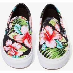 Vans Classic Slip-On Sneaker - Black Hawaiian Floral (1.085 UYU) ❤ liked on Polyvore featuring shoes, sneakers, vans, floral sneakers, platform sneakers, black trainers, floral slip on sneakers and black platform sneakers