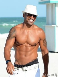 Shemar Moore Goes Shirtless.. This pic is better