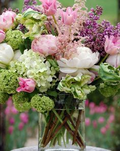 Gorgeous photos of floral arrangements to inspire you. Inspiration for your new floral tattoo to pretty floral backgrounds for your phone. Fresh Flowers, Spring Flowers, Beautiful Flowers, Exotic Flowers, Hortensien Arrangements, Peony Arrangement, Deco Floral, Beautiful Flower Arrangements, Bouquets