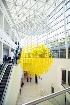 """El """"gran sol argentino"""" suspendido en el hall de entrada al Museo de Arte Latinoamericano de Buenos Aires (MALBA). El artista es Julio Le Parc. http://www.malba.org.ar/evento/le-parc-lumiere/"""