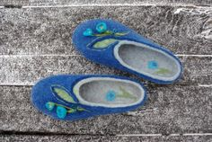 Blue bells  Product description:  Our felt slippers are totally handcrafted of 100% pure wool with warm water, soap, love and care. The sole, made of craft foam, is firmly glued. Felted slippers are extremely solf, light, comfortable and long-wearing. It will serve you trully for long years. Each pair of slippers is whole-felted and is handmade. None of the manifacturing techniques are being used. Thus your slippers will be unique even if there's a certain likeness with the others from the…