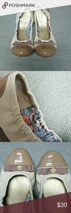 Tahari Gibson Ballerina Flats Tahari Gibson Ballerina Flats size 8.5M, two toned tan leather with a ribbon bow on the toe, excellent condition! Tahari Shoes Flats & Loafers