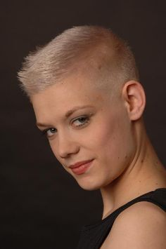 Bildergebnis für ultra short buzz hairstyles for women Short Hair Dont Care, Chic Short Hair, Very Short Hair, Edgy Hair, Short Hair Cuts, Short Pixie, Short Blonde Haircuts, Girls Short Haircuts, Funky Hairstyles
