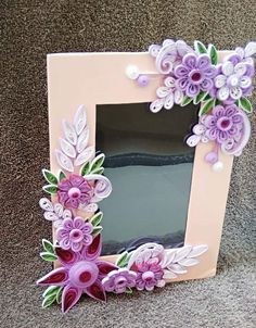 Paper Quilling Flowers, Paper Quilling Patterns, Origami And Quilling, Quilled Paper Art, Quilling Paper Craft, Quilling Jewelry, Quilling Ideas, Quilling Photo Frames, Pop Up Frame