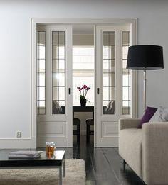 Prachtige schuifdeuren met glas in lood. Meteen een mooie afscheiding tussen het woon- en eetgedeelte#leenbakker