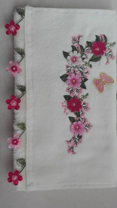 This Pin was discovered by Nur Ribbon Embroidery, Machine Embroidery, Embroidery Designs, Hand Applique, Applique Quilts, Fabric Journals, Linen Towels, Thread Painting, Point Lace
