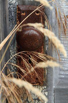 Door knob Door Knobs And Knockers, Knobs And Handles, Door Handles, Old Doors, Windows And Doors, Rust In Peace, Peeling Paint, Rusty Metal, Rustic Charm