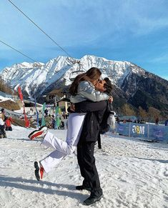 Chalet Girl, Snowboarding Style, Ski Holidays, Snowy Day, Going On Holiday, Deck The Halls, Rest Of The World, Go Outside, Beach Photos