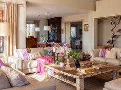 Uma casa no campo moderna, colorida e gostosa