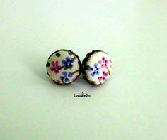 Pendientes  Botón Flores Azules y Rosas. Pendientes por Laralarita, €8.00