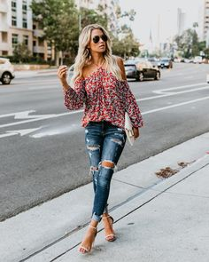 46 Stylish Floral Outfits Ideas For This Spring 2019 - Glance around and you'll see that everything is coming up roses and tulips and daffodils, as impressive floral burst onto an all-important focal point. Classic Outfits, Cool Outfits, Summer Outfits, Casual Outfits, Fashion Outfits, Floral Outfits, Fashion Ideas, Women's Fashion, Fashion Trends
