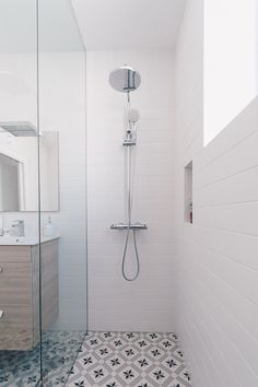 Small Bathroom Sinks, Bathroom Tile Designs, Bathroom Design Luxury, Bathroom Layout, Modern Bathroom, Small Shower Room, Bathroom Design Inspiration, Home Design Decor, Bathroom Styling