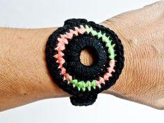 Circular Pink & Green Crocheted Bracelet Golden Heart, Heart Crafts, Hair Jewelry, Pink And Green, Crochet Earrings, Bracelets, Brooches, Fashion, Bathroom Sets